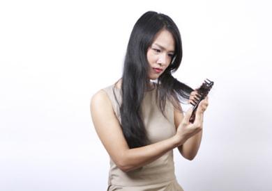 Rụng tóc nhiểu có nguy hiểm không?