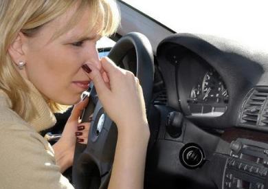 Khử mùi hôi trên xe hơi với máy khuếch tán tinh dầu
