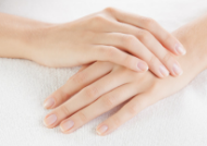 Dưỡng da tay và móng bằng tinh dầu