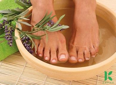 Tinh dầu oải hương ngâm chân có tác dụng gì?