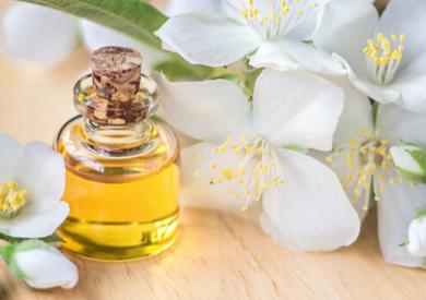 Tinh dầu sả chanh, tinh dầu trầm hương và tinh dầu hoa nhài có tác dụng gì?