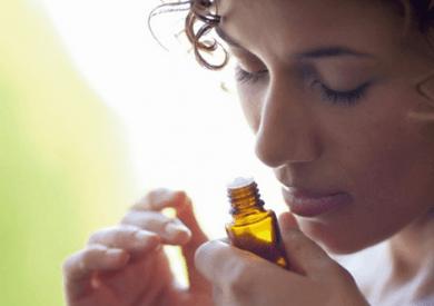 Tinh dầu đàn hương có sử dụng thay nước hoa được không?