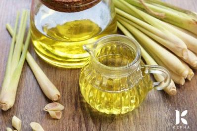 Dùng tinh dầu sả chanh có ảnh hưởng sức khỏe không?