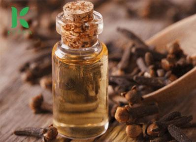 Thành phần chính của tinh dầu đinh hương nguyên chất là gì?