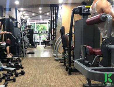 Vì sao phòng tập gym có mùi hôi