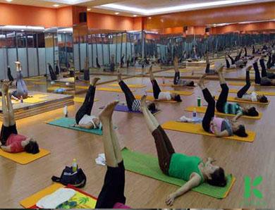 Top 6 nguyên nhân vì sao phòng tập Yoga có mùi hôi