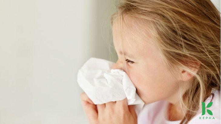 Bé bị viêm mũi nguyên nhân do đâu