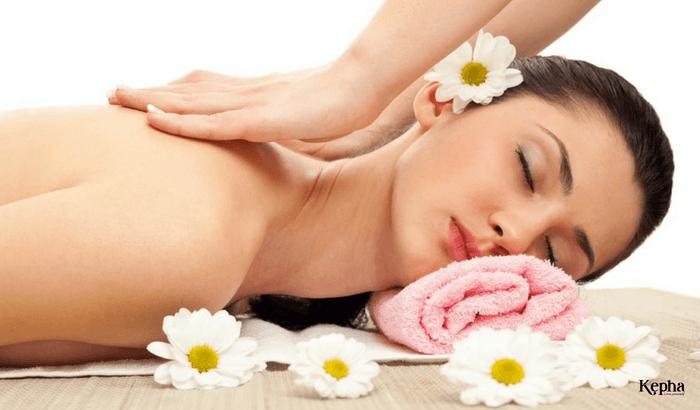 Sử dụng tinh dầu hoa nhài massage toàn thân