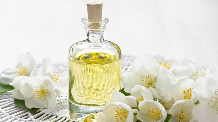 Tinh dầu hoa nhài sự lựa chọn thay thế nước hoa hoàn hảo của bạn