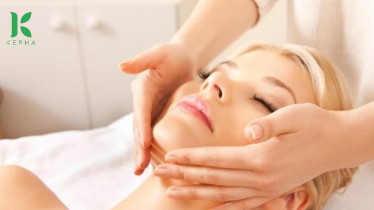 massage mặt bằng tinh dầu