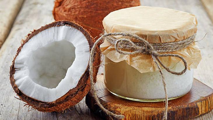 tinh dầu dừa rất tốt cho chăm sóc môi