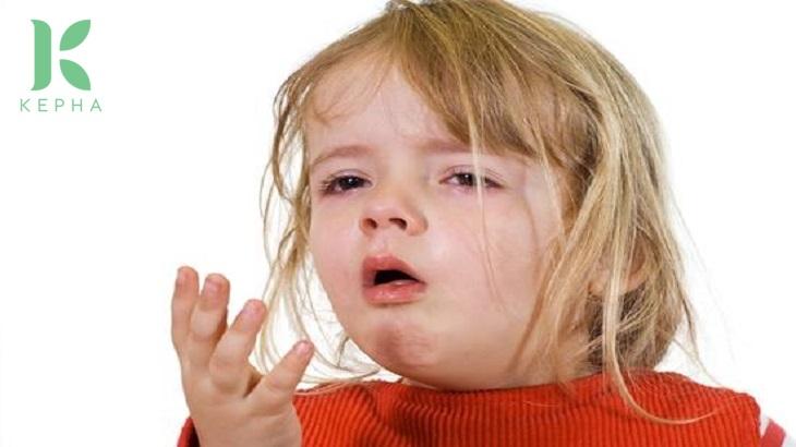 trẻ uống nhầm tinh dầu tràm